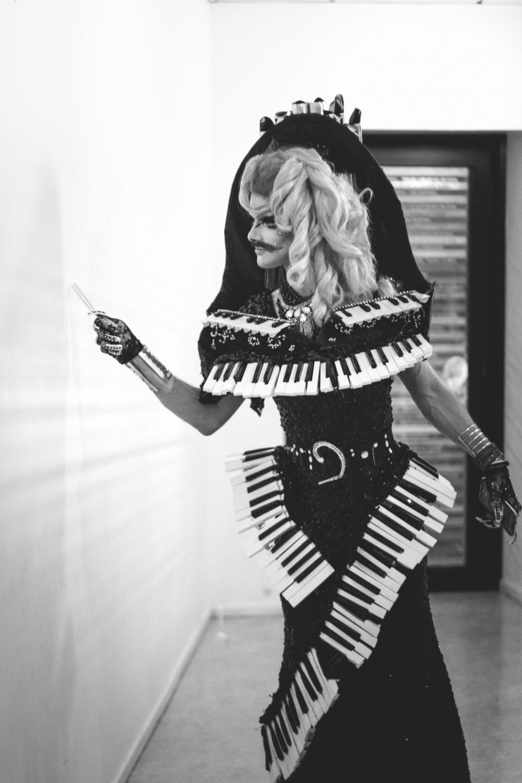 drag queen piano